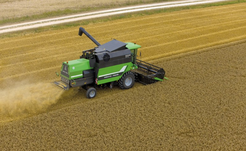DEUTZ-FAHR Kombajn Seria 6040 - maszyny rolnicze